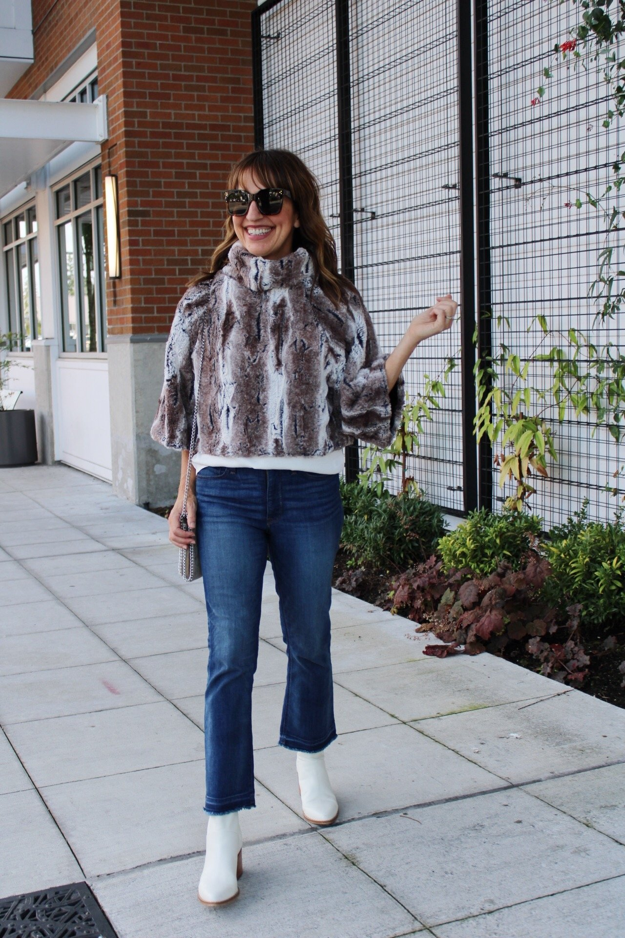 wearing faux fur for fall, fall faux fur outfit