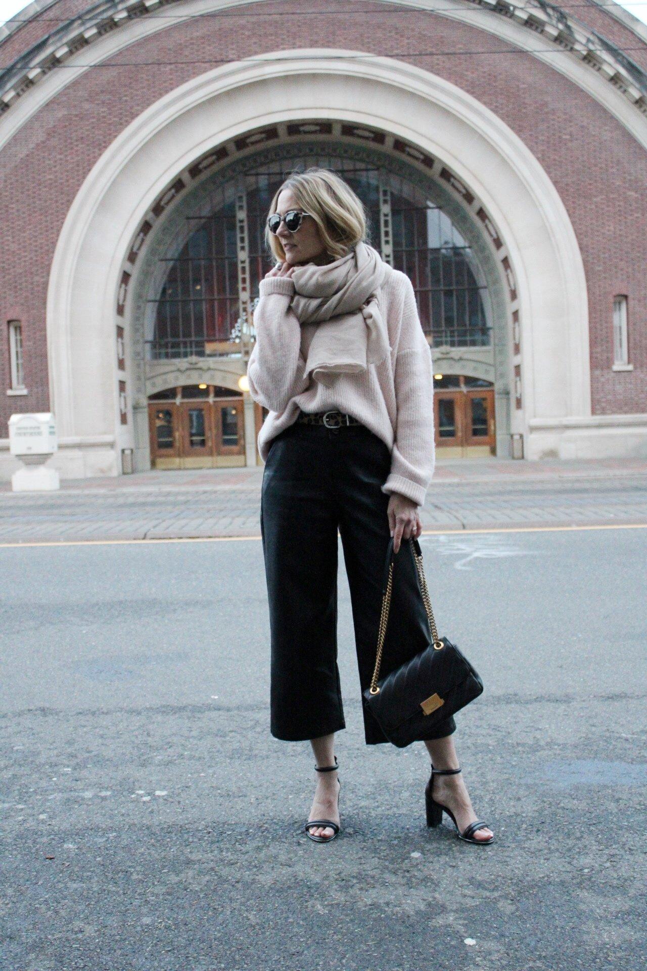 zara scarf, aritzia bag, faux leather leggings