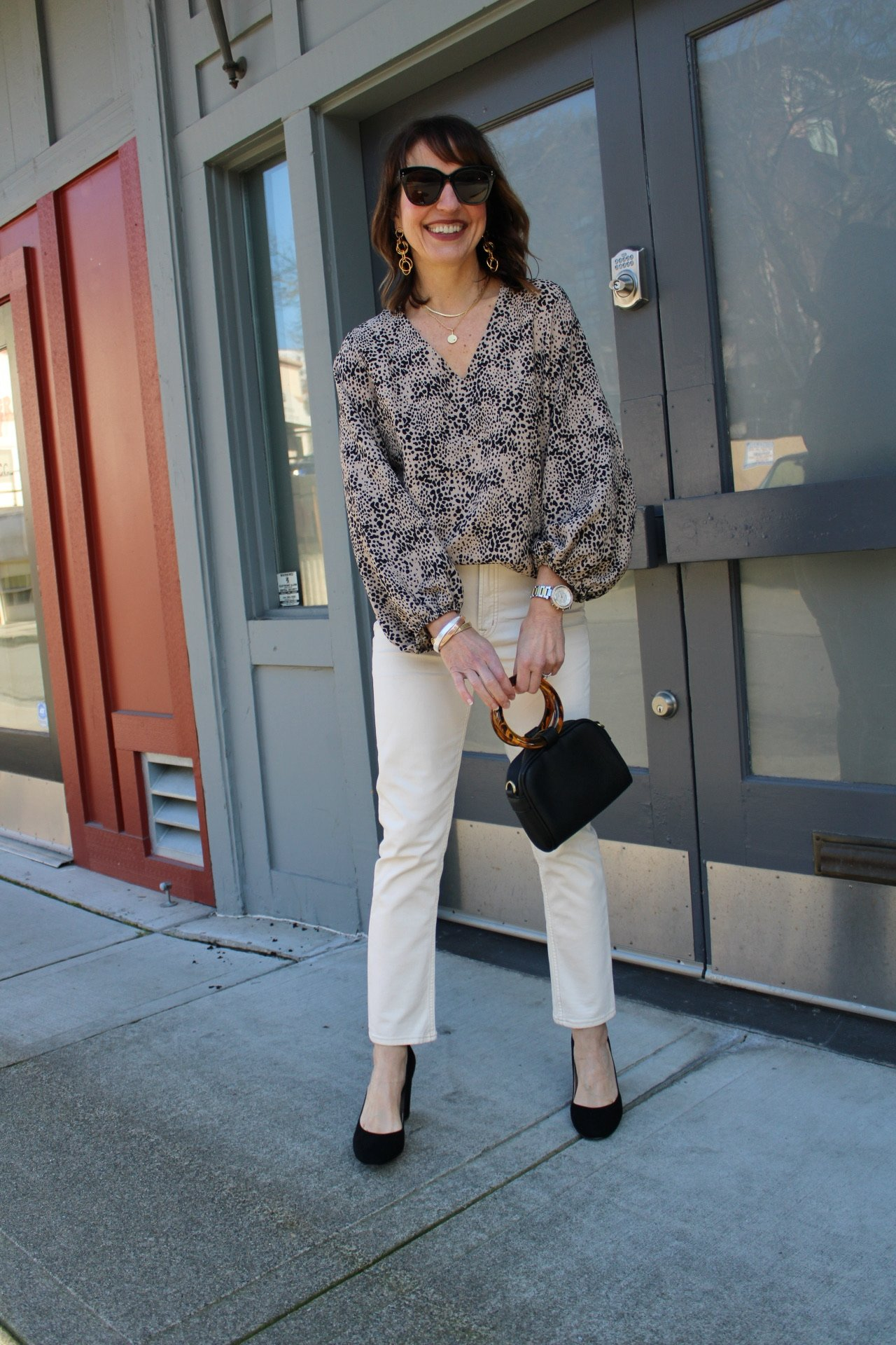 leopard top with white denim and black pumps